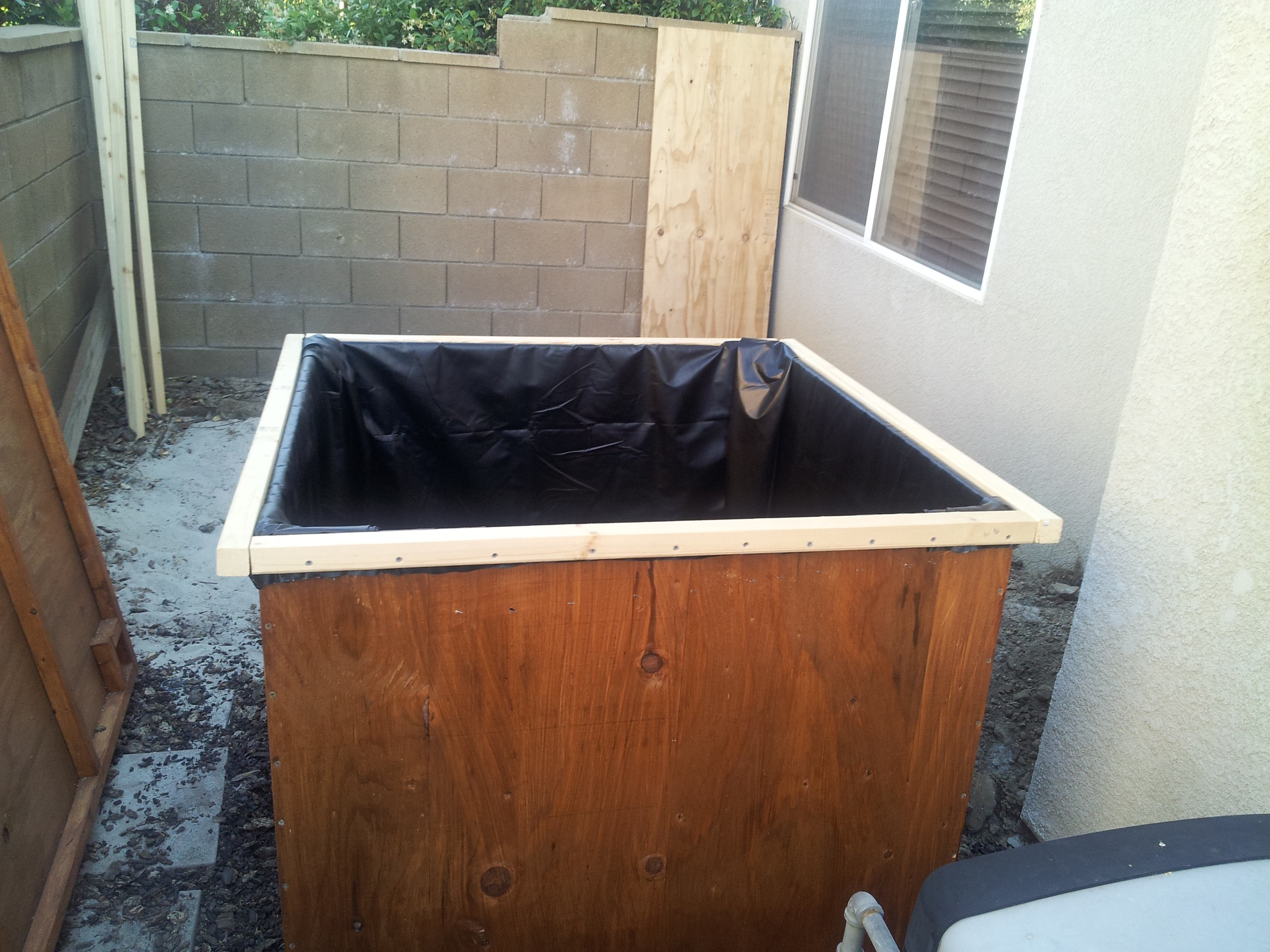 Building the fish tank or pond of my aquaponics system for Fish tank in pond